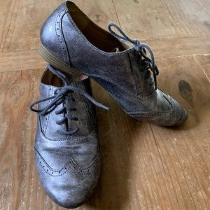 b.o.c. / Pewter Metallic Silver Wingtip Oxfords
